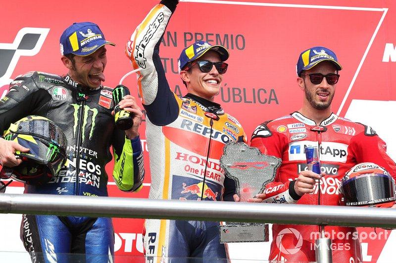 Podio: 1º Marc Márquez, 2º Valentino Rossi, 3º Andrea Dovizioso