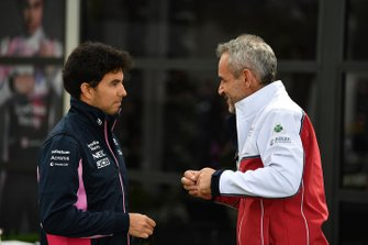 Sergio Perez, Racing Point Force India VJM11, talks to Beat Zehnder, Team Manager, Sauber