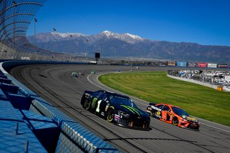 Kurt Busch, Chip Ganassi Racing, Chevrolet Camaro Monster Energy, Martin Truex Jr., Joe Gibbs Racing, Toyota Camry Bass Pro Shops
