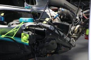 Mercedes W10: ecco l'estensione della scocca ai lati del motore
