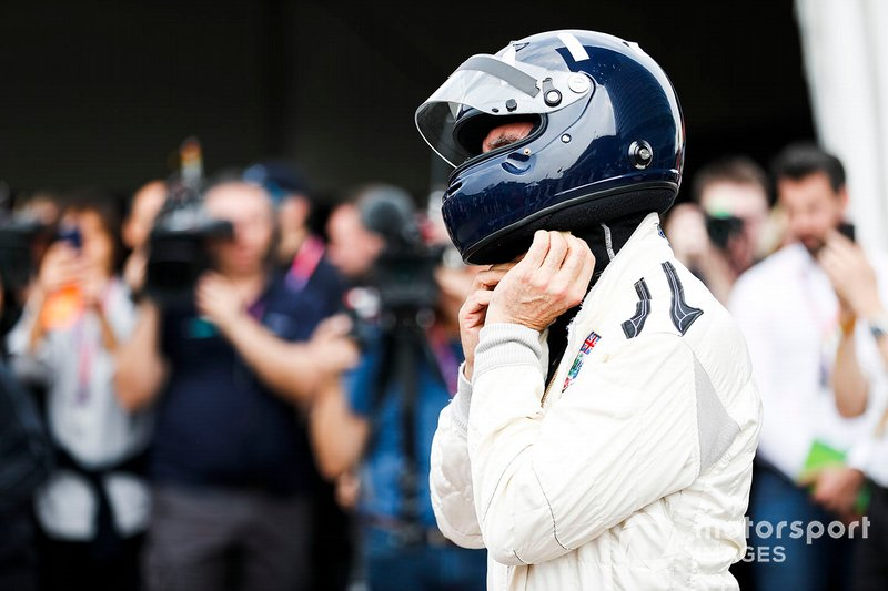 Дэймон Хилл после заезда на Lotus 49 своего отца Грэма Хилла