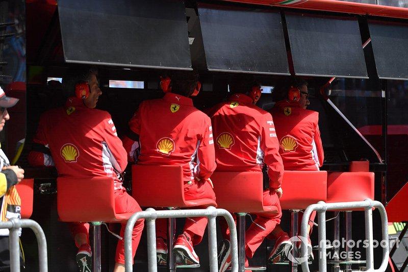 Il team Ferrari al muretto