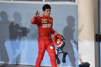 Charles Leclerc, Ferrari, troisième, arrive sur le podium