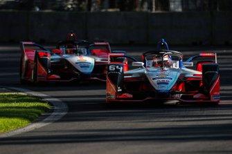 Jérome d'Ambrosio, Mahindra Racing, M5 Electro precede Pascal Wehrlein, Mahindra Racing, M5 Electro