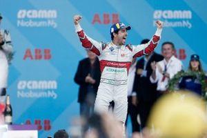 Le vainqueur Lucas Di Grassi, Audi Sport ABT Schaeffler sur le podium