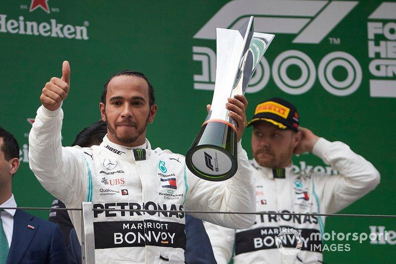 Lewis Hamilton und Valtteri Bottas auf dem Podium