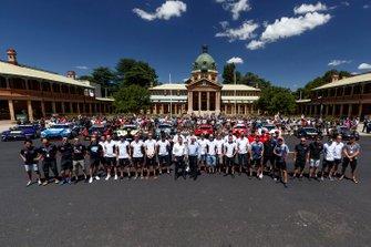 Групповое фото участников гонки