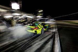 #14 AIM Vasser Sullivan Lexus RC F GT3, GTD: Richard Heistand, Jack Hawksworth, Austin Cindric, Nick Cassidy, pit stop
