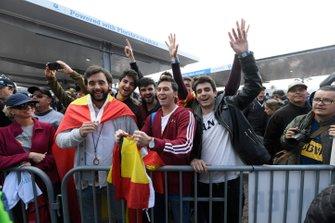 #10 Konica Minolta Cadillac DPi-V.R. Cadillac DPi, DPi: Fernando Alonso's fans at autograph session.