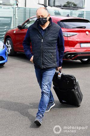Frederic Vasseur, director del equipo Alfa Romeo Racing, llega a la pista