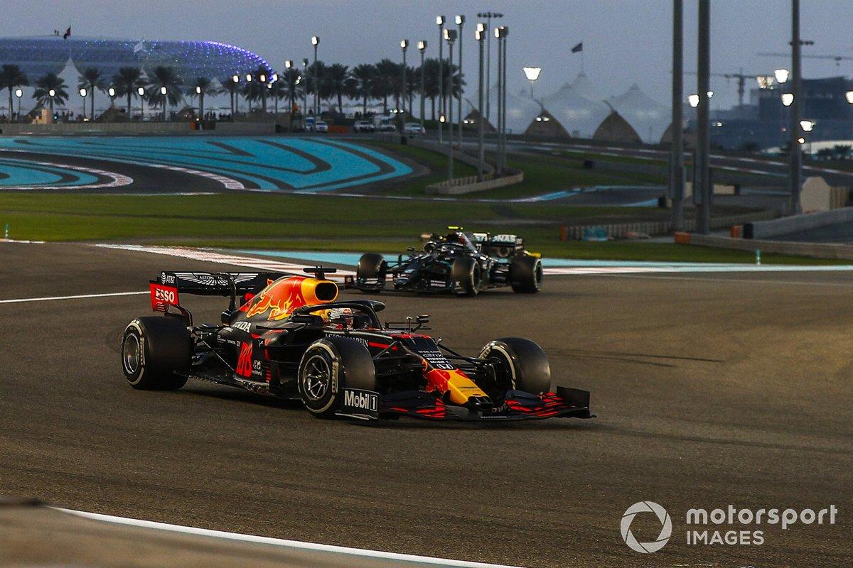 Max Verstappen, Red Bull Racing RB16, Valtteri Bottas, Mercedes F1 W11, Lewis Hamilton, Mercedes F1 W11