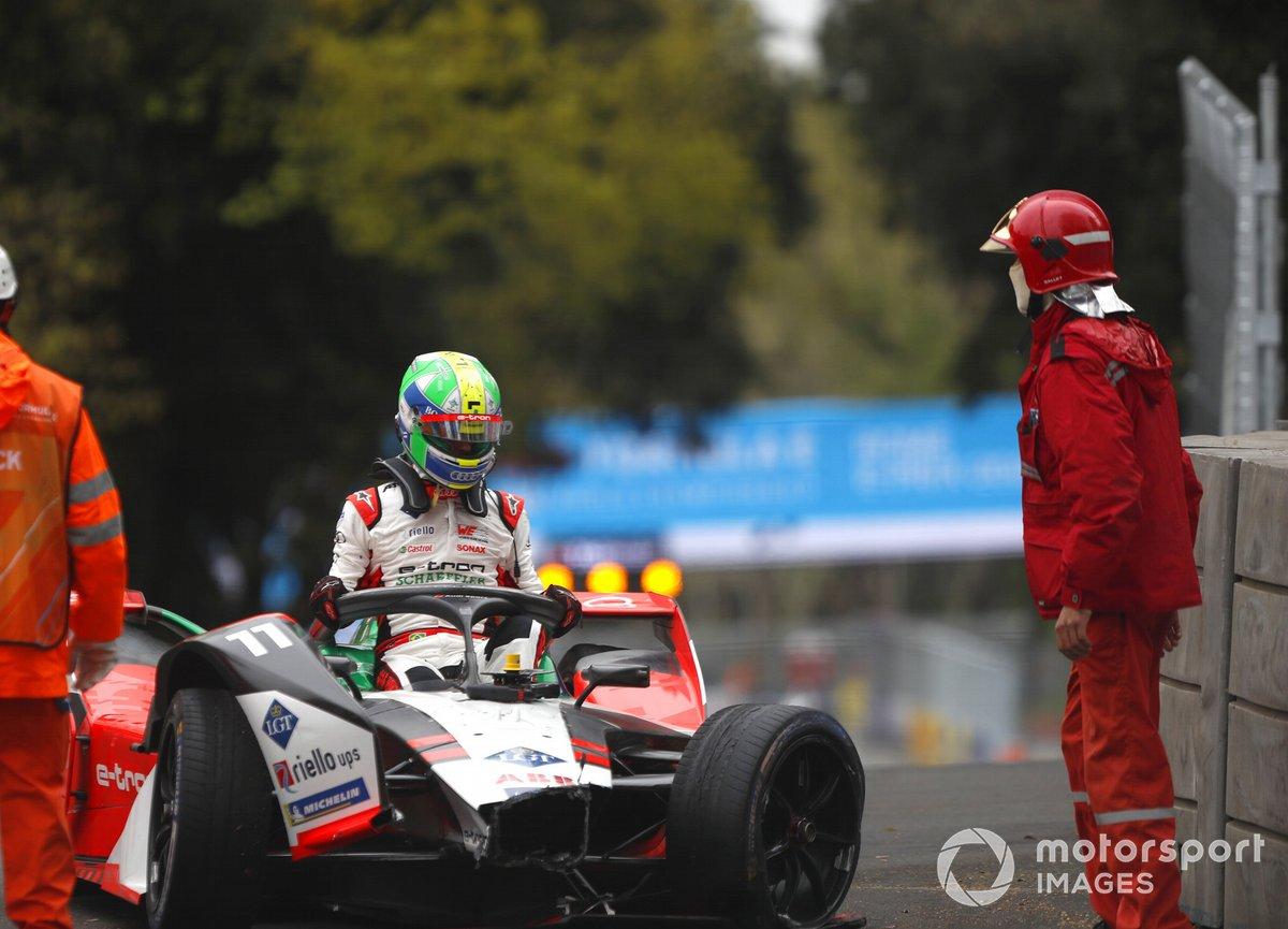 Lucas Di Grassi, Audi Sport ABT Schaeffler, Audi e-tron FE07, climbs out of his car after crashing out
