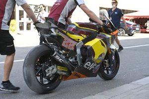 Sam Lowes, Marc VDS Racing Team, crashed bike