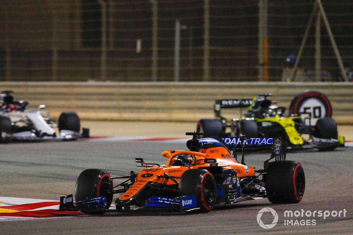 Carlos Sainz Jr., McLaren MCL35, Daniel Ricciardo, Renault F1 Team R.S.20, e Daniil Kvyat, AlphaTauri AT01