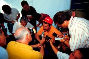 Nigel Mansell chats with journalists after securing his first World Drivers Championship in14 years of trying.