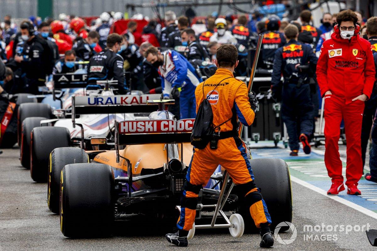 Le auto in pit lane