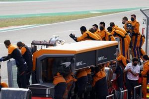 The McLaren team cheer as Lando Norris, McLaren MCL35M, 3rd position, crosses the line