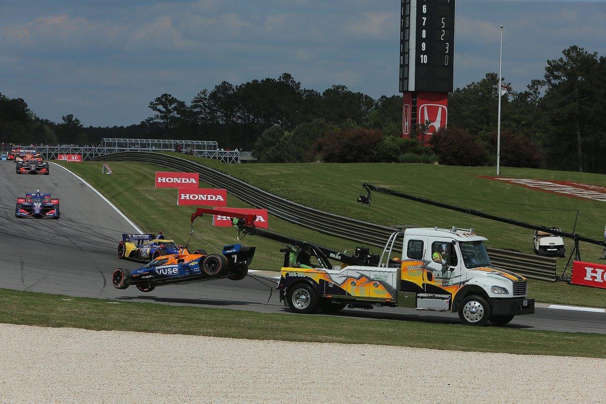 El monoplaza dañado de Felix Rosenqvist, Arrow McLaren SP Chevrolet