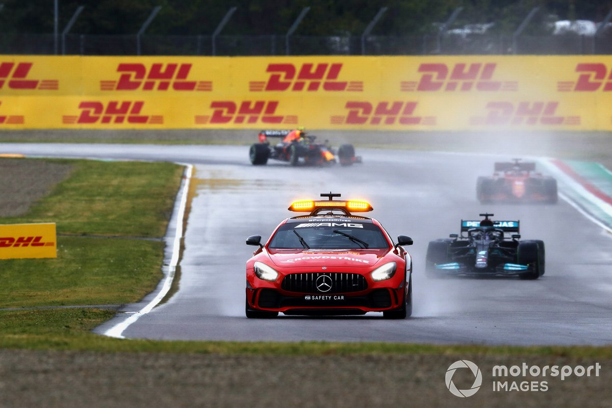 El Safety Car lidera a Lewis Hamilton, Mercedes W12, Charles Leclerc, Ferrari SF21