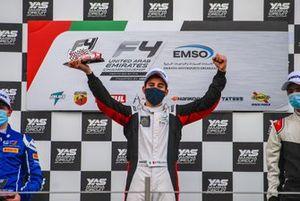 Le vainqueur Enzo Trulli