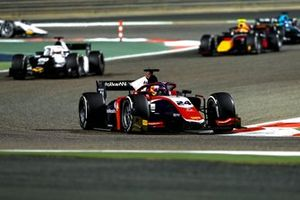Bent Viscaal, Trident, leads Gianluca Petecof, Campos Racing