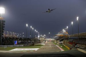 A Gulf Air Boeing 787-9 Dreamliner flies over the grid prior to the start
