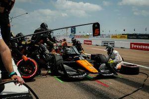 Pato O'Ward, Arrow McLaren SP Chevrolet pit stop