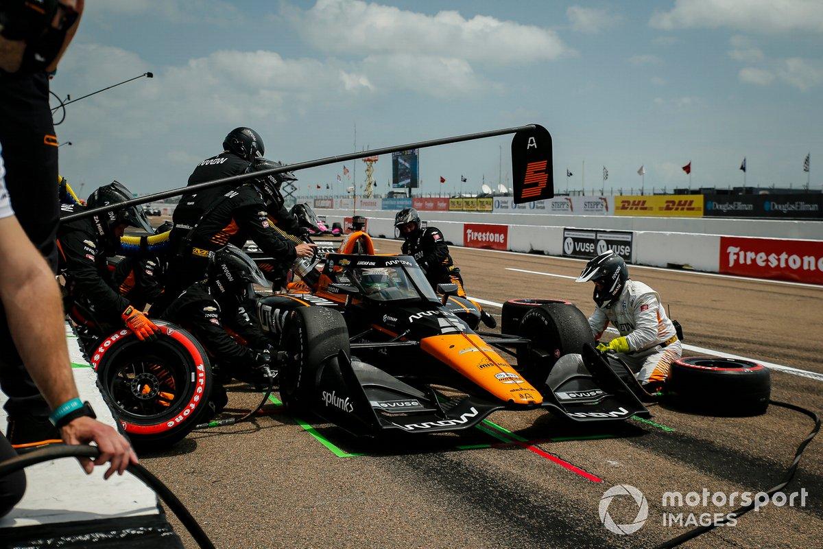 Pit stop di Pato O'Ward, Arrow McLaren SP Chevrolet