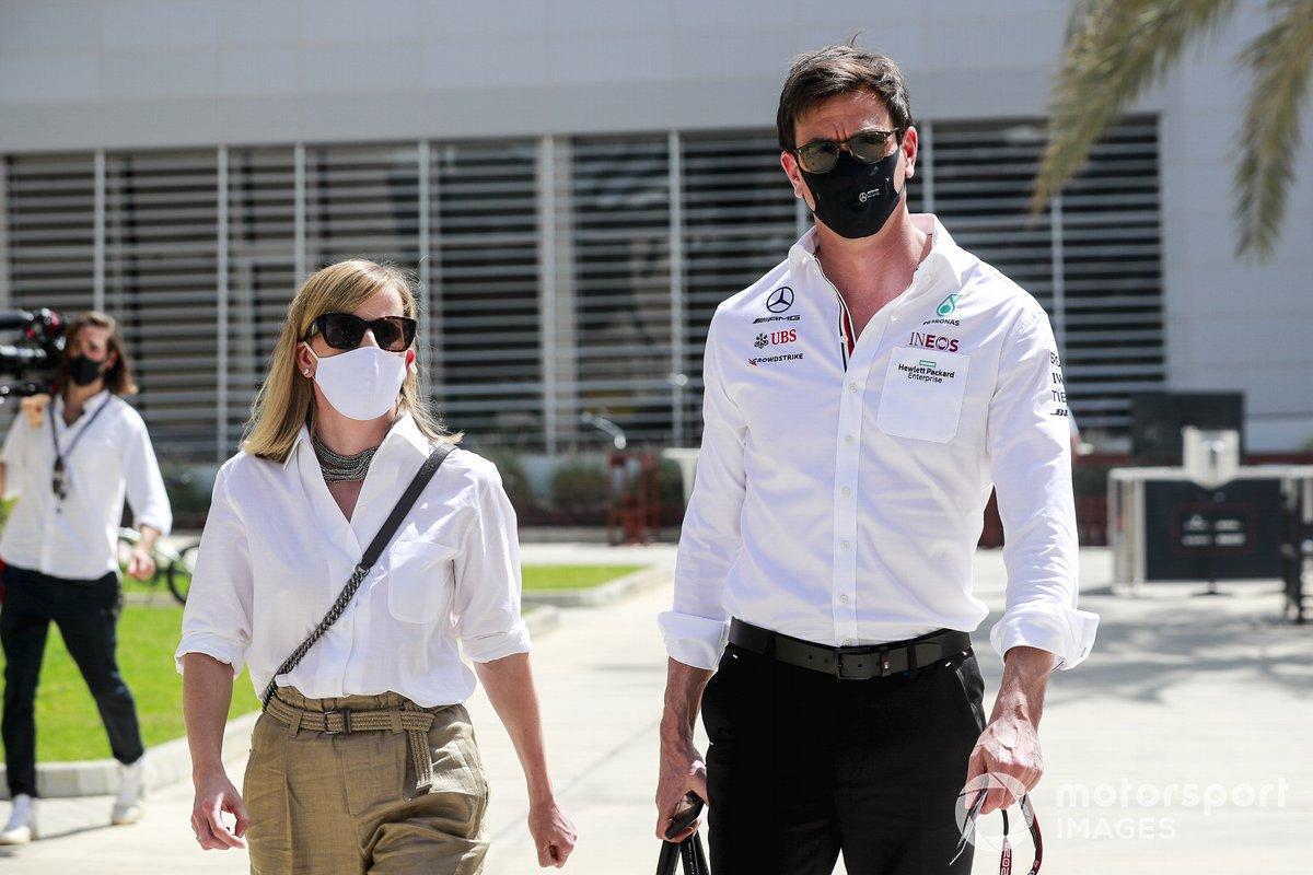Susie Wolff y Toto Wolff, director y CEO, Mercedes AMG
