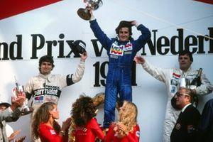 Podium: Race winnaar Alain Prost, Renault, tweede Nelson Piquet, Brabham, derde Alan Jones, Williams