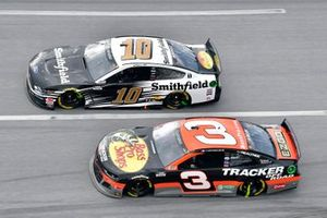 Austin Dillon, Richard Childress Racing, Chevrolet Camaro Bass Pro Shops/Tracker Off Road,Aric Almirola, Stewart-Haas Racing, Ford Mustang Smithfield