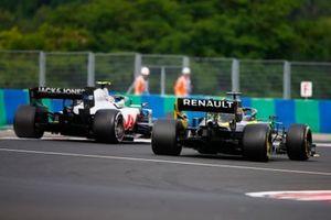 Kevin Magnussen, Haas VF-20, leads Daniel Ricciardo, Renault F1 Team R.S.20