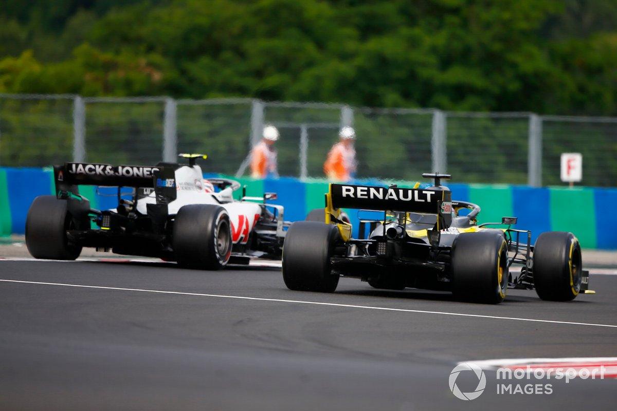 Kevin Magnussen, Haas VF-20, Daniel Ricciardo, Renault F1 Team R.S.20