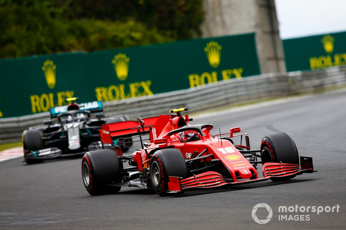 Charles Leclerc, Ferrari SF1000 e Valtteri Bottas, Mercedes F1 W11
