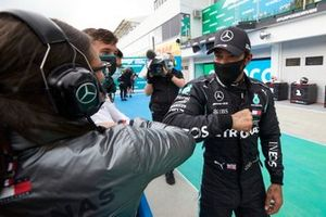 Ganador Lewis Hamilton, Mercedes-AMG Petronas F1, celebra en parc ferme