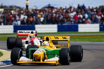 Martin Brundle, Benetton B192 Ford, y Ayrton Senna, McLaren MP4-7A Honda