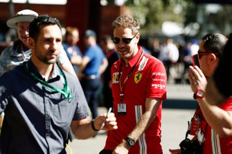 Sebastian Vettel, Ferrari, arriveert op het circuit