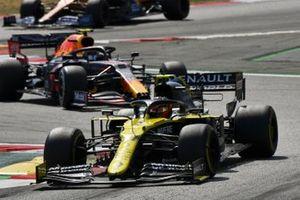 Esteban Ocon, Renault F1 Team R.S.20, Alex Albon, Red Bull Racing RB16