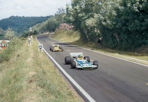 Henri Pescarolo, Matra MS120 leads Andrea de Adamich, McLaren M7D Alfa Romeo