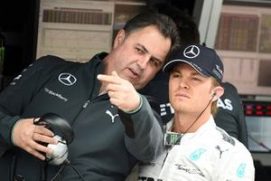 Ron Meadows, team manager de Mercedes F1, Nico Rosberg, Mercedes AMG F1