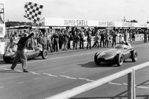 1. Stirling Moss, Vanwall VW 5