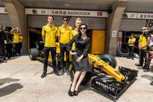 La actriz Fan Bingbing presentó al Renault F1 Team, con Jolyon Palmer, Kevin Magnussen y Esteban Ocon