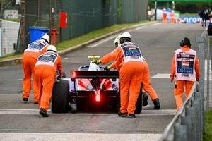 L'auto di Marino Sato, Trident viene spinta dai marshal