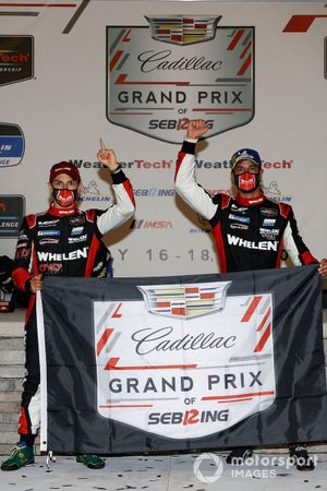 Winners #31 Whelen Engineering Racing Cadillac DPi, DPi: Pipo Derani, Felipe Nasr, podium