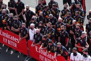 Christian Horner, Team Principal, Red Bull Racing, Helmut Marko, Consultant, Red Bull Racing, Adrian Newey, Directeur Technique, Red Bull Racing, et l'équipe Red Bull