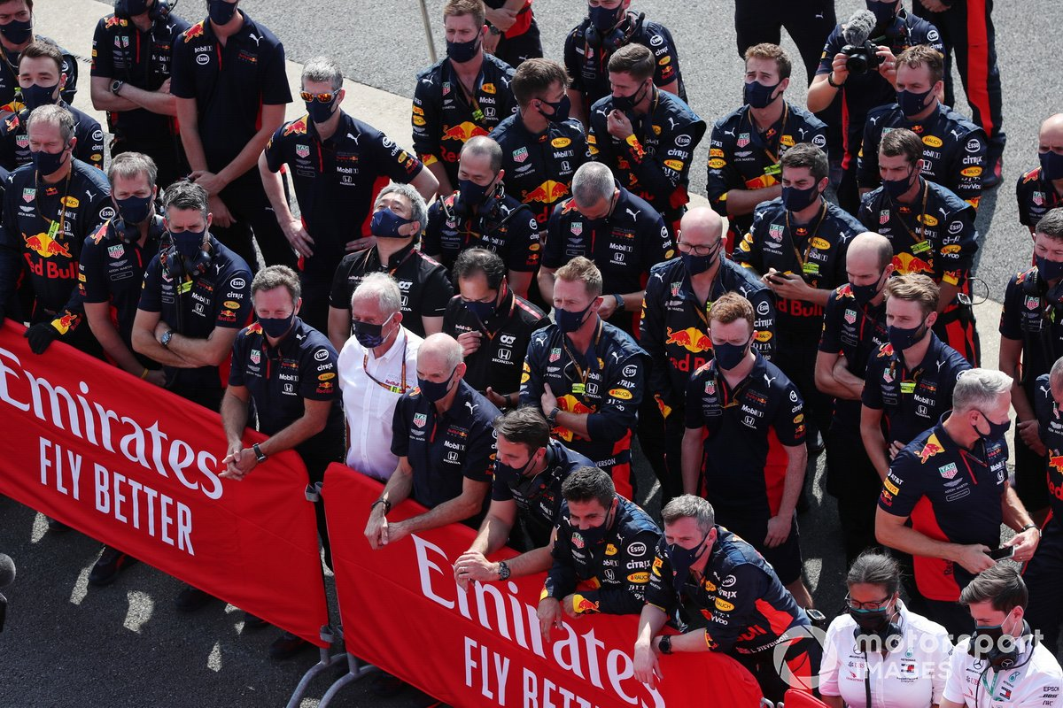 Christian Horner, Director de Equipo, Red Bull Racing, Helmut Marko, Consultor, Red Bull Racing, Adrian Newey, Director Técnico, Red Bull Racing, y el equipo Red Bull