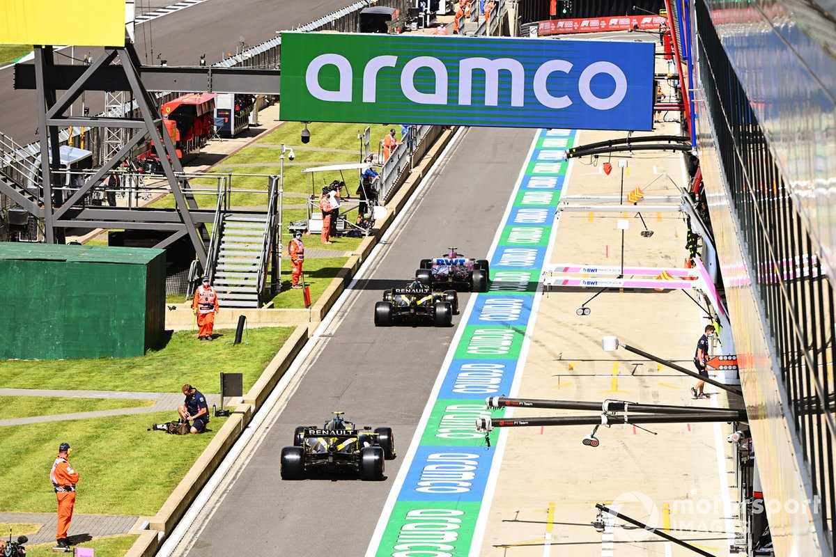 Lance Stroll, Racing Point RP20, Daniel Ricciardo, Renault F1 Team R.S.20, Esteban Ocon, Renault F1 Team e R.S.20, in pit lane
