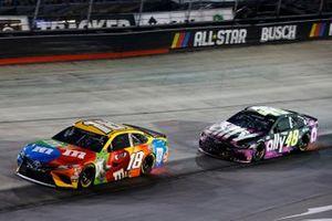 Kyle Busch, Joe Gibbs Racing, Toyota Camry M&M's, Jimmie Johnson, Hendrick Motorsports, Chevrolet Camaro Ally