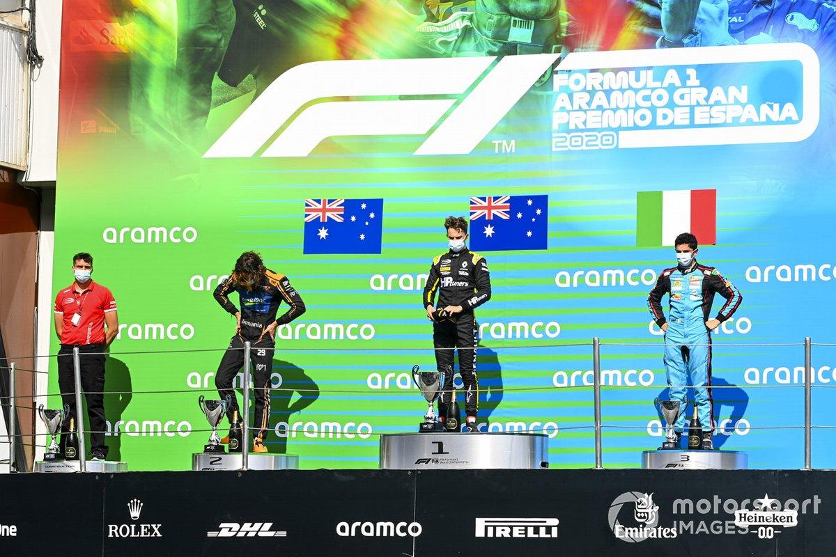 Podio: segundo lugar Alexander Peroni, Campos Racing, ganador Oscar Piastri, Prema Racing y tercer lugar Matteo Nannini, Jenzer Motorsport