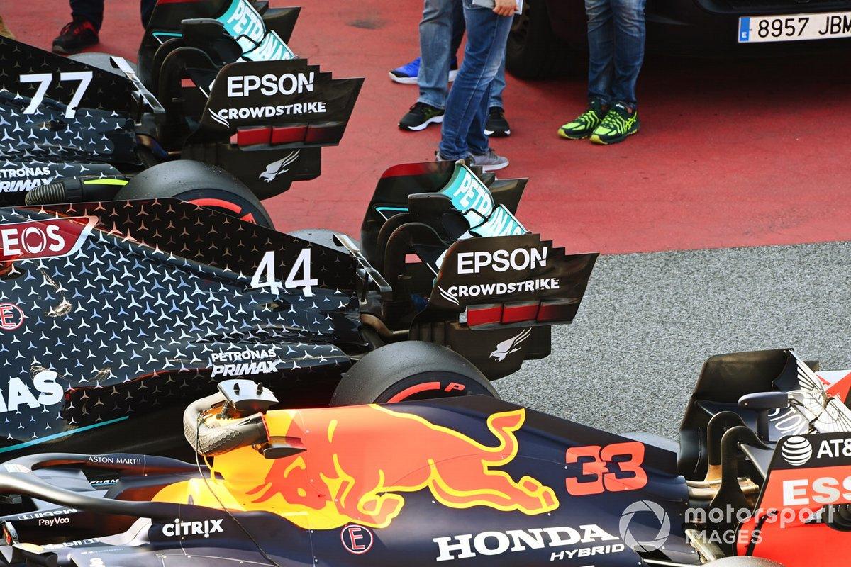 Los monoplazas de Lewis Hamilton, Mercedes F1 W11 EQ Performance, Valtteri Bottas, Mercedes F1 W11 EQ Performance y Max Verstappen, Red Bull Racing RB16 en parc ferme